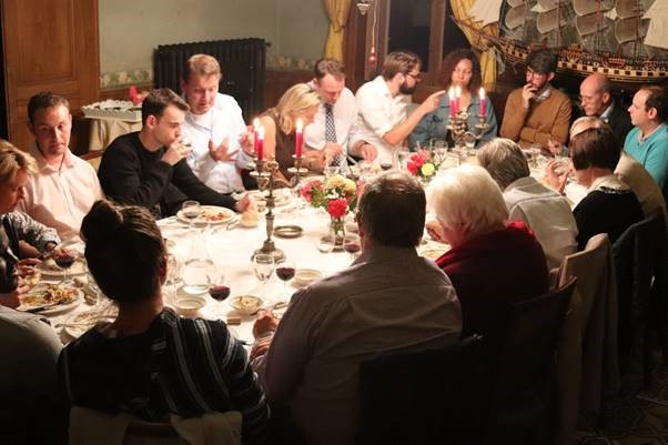 Ministry Experience Scheme Europe participants eating dinner together with mentors