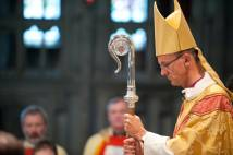 Bishop of Worcester John Inge praying at service