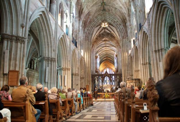 Filled pews at Worcester cathedral service